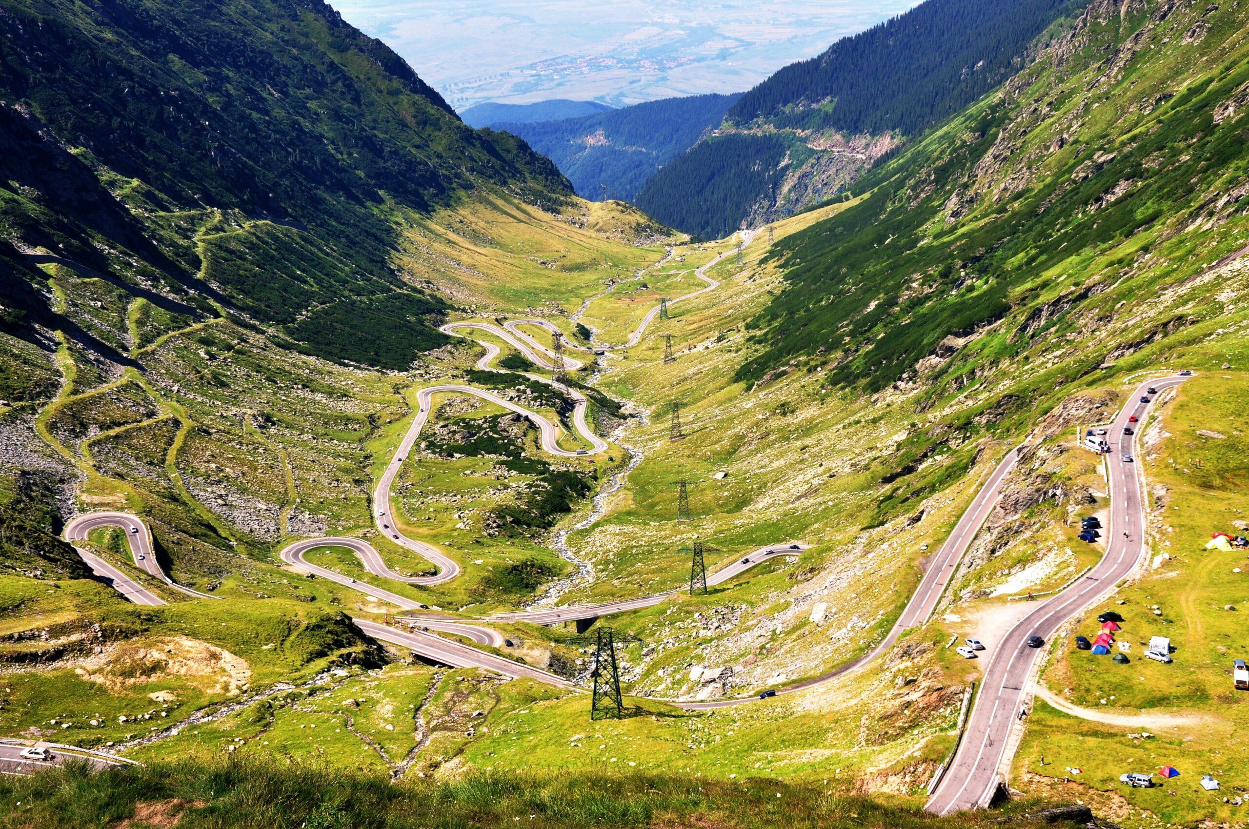 Cu bicicletele pe Transfăgărășan: Participanți din Republica Moldova, pe cel mai spectaculos drum din România