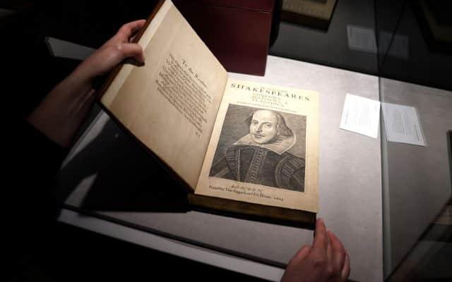 Un volum vechi din 1623, cu piesele lui Shakespeare, a fost vândut la un preț record de 9,97 milioane de dolari
