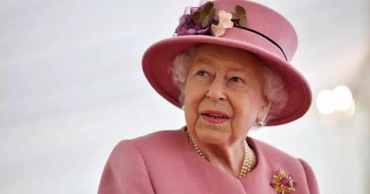 Gestul care a înfuriat publicul: ce a făcut Regina Elisabeta la prima ieșire oficială de când a început pandemia