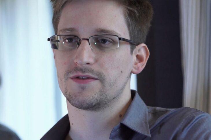 Rusia îi acordă rezidenţă permanentă lui Edward Snowden, fostul colaborator CIA care a expus secrete ale NSA