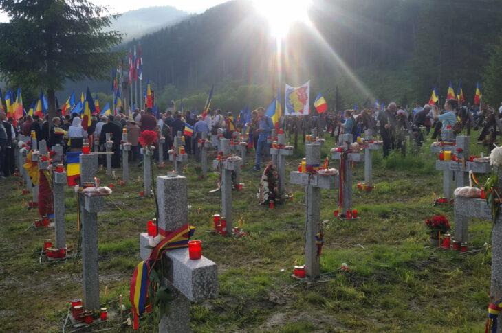 VALEA UZULUI ȘI ABUZULUI MAGHIAR. Mihai Târnoveanu: Nu ne lăsăm, mergem la Cimitirul Internațional al Eroilor de la Valea Uzului azi la ora 16, de Ziua Armatei, în pofida cererii de interzicere a evenimentului făcute de prefectul Borboly Csaba