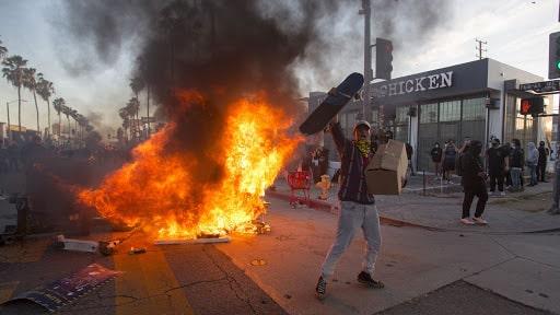 """Apocalipsa după alegeri. America se pregătește de războiul brigăzilor roșii antifa-sorosite după victoria lui Donald Trump. """"Nu am văzut asemenea măsuri din 11 septembrie"""""""