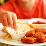 O mamă cere bonei daune emoționale de 600 de dolari pentru că le-a dat copiilor vegetarieni să mănânce nuggets de pui