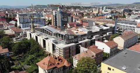 Cum arată, la început de toamnă, sediul celei mai mari bănci din România