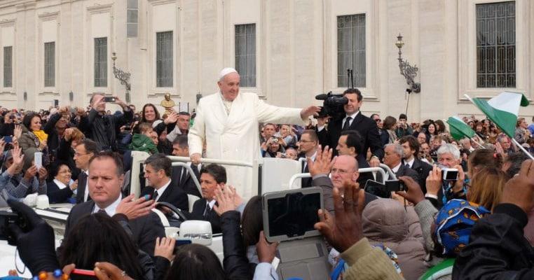 """Mesajul Papei pentru părinții cu copii LGBT: """"Și ei sunt copiii lui Dumnezeu!"""""""