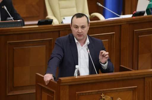 Deputat socialist, palmă peste obrazul cetățenilor R. Moldova: Eu nu pot trăi cu 6000 de lei pe lună ~ InfoPrut
