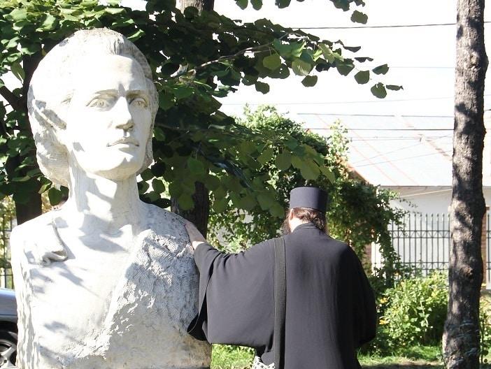 ActiveNews ar putea schimba Istoria Literaturii Române. Eminescologii Nae Georgescu și Dan Dulciu avansează o altă dată privind debutul lui Eminescu, pe baza unui manuscris al lui Octav Minar descoperit de Florin Rotaru. EXCLUSIV