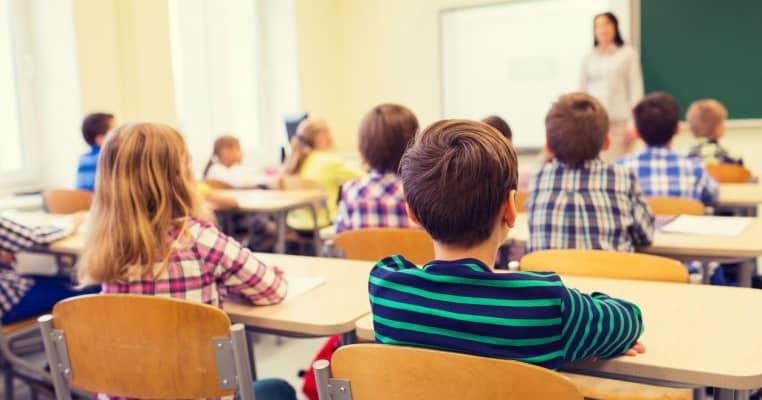 Anchetă în Tulcea după ce o profesoară a refuzat să poarte masca la şcoală şi a îndemnat şi copiii să facă asta