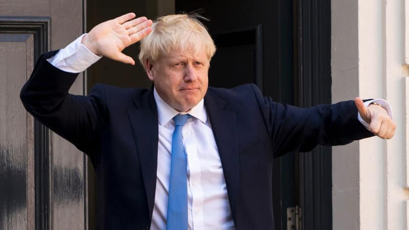 Anglia va introduce un sistem de restricții cu trei niveluri de alertă
