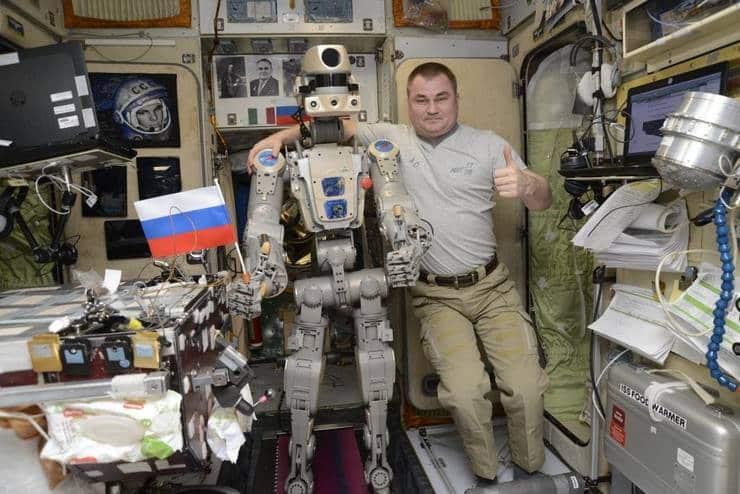 Robotul spațial rusesc FEDOR nu mai are voie să posteze pe Twitter după ce a pârât doi cosmonauți că s-au îmbătat în spațiu