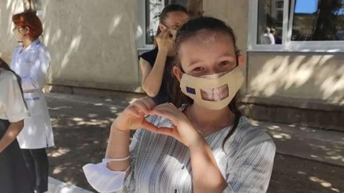 UE cumpără mii de măști pentru persoanele cu deficiențe de auz din R. Moldova ~ InfoPrut