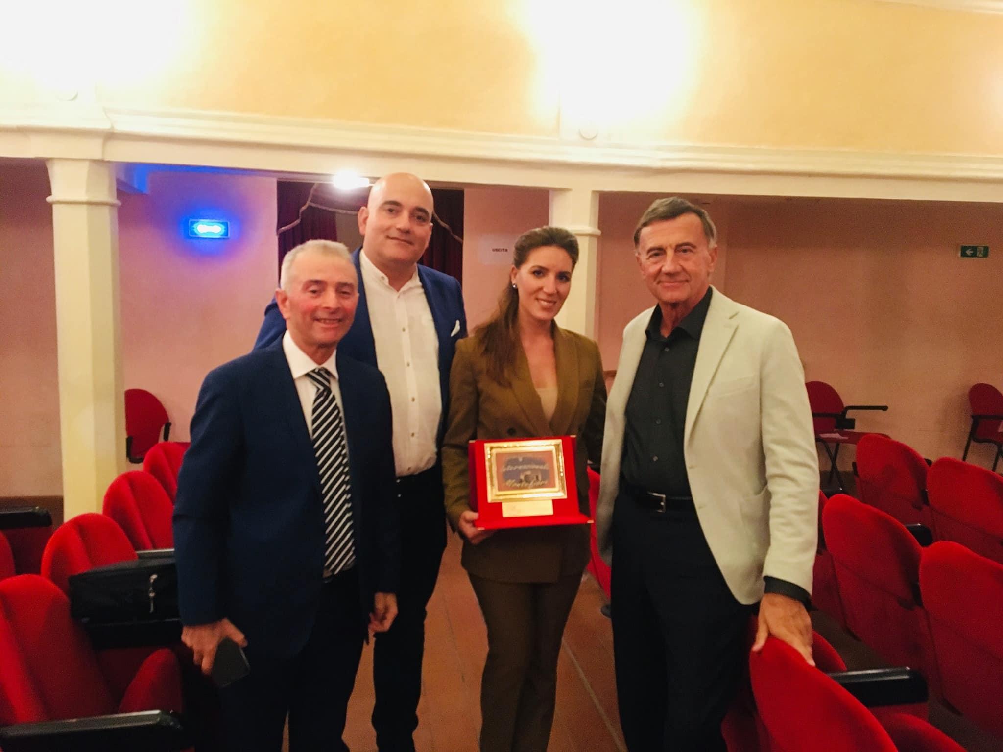 Omagiu adus limbii române de către o tânără basarabeană câștigătoare a unui premiu în Italia ~ InfoPrut