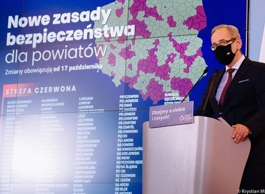 """Polonia intră în """"zona roșie"""". Se închid parţial şcolile primare şi restaurantele"""