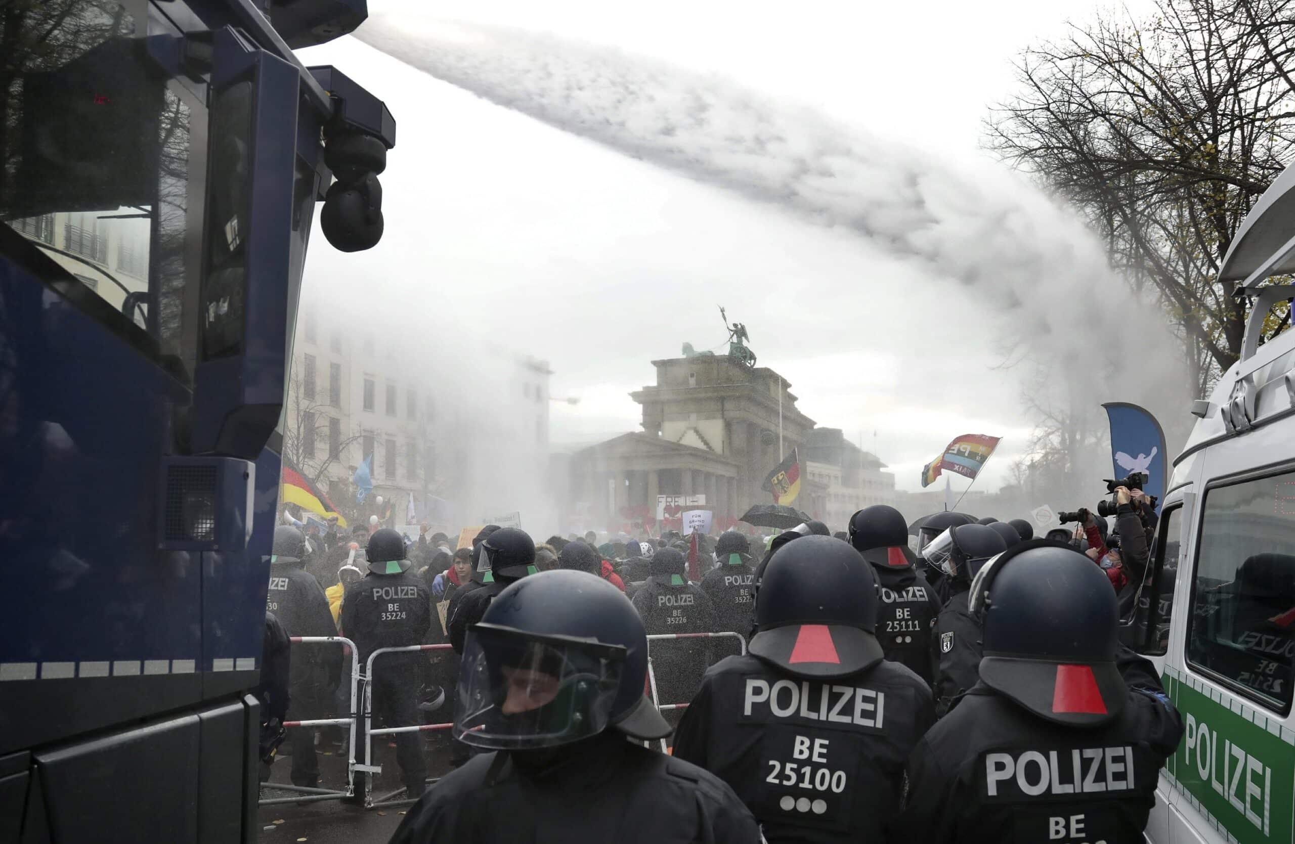 "Megaproteste la Berlin împotriva legii ""naziste"""