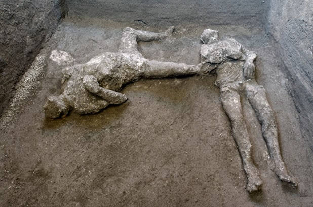 Două trupuri – stăpân și sclav – dezgropate în ruinele vilei Pompei