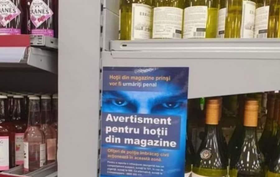"""""""Pentru hoţii din magazine"""": Un cunoscut lanţ de hypermarketuri din Londra a pus un afiş în limba română"""