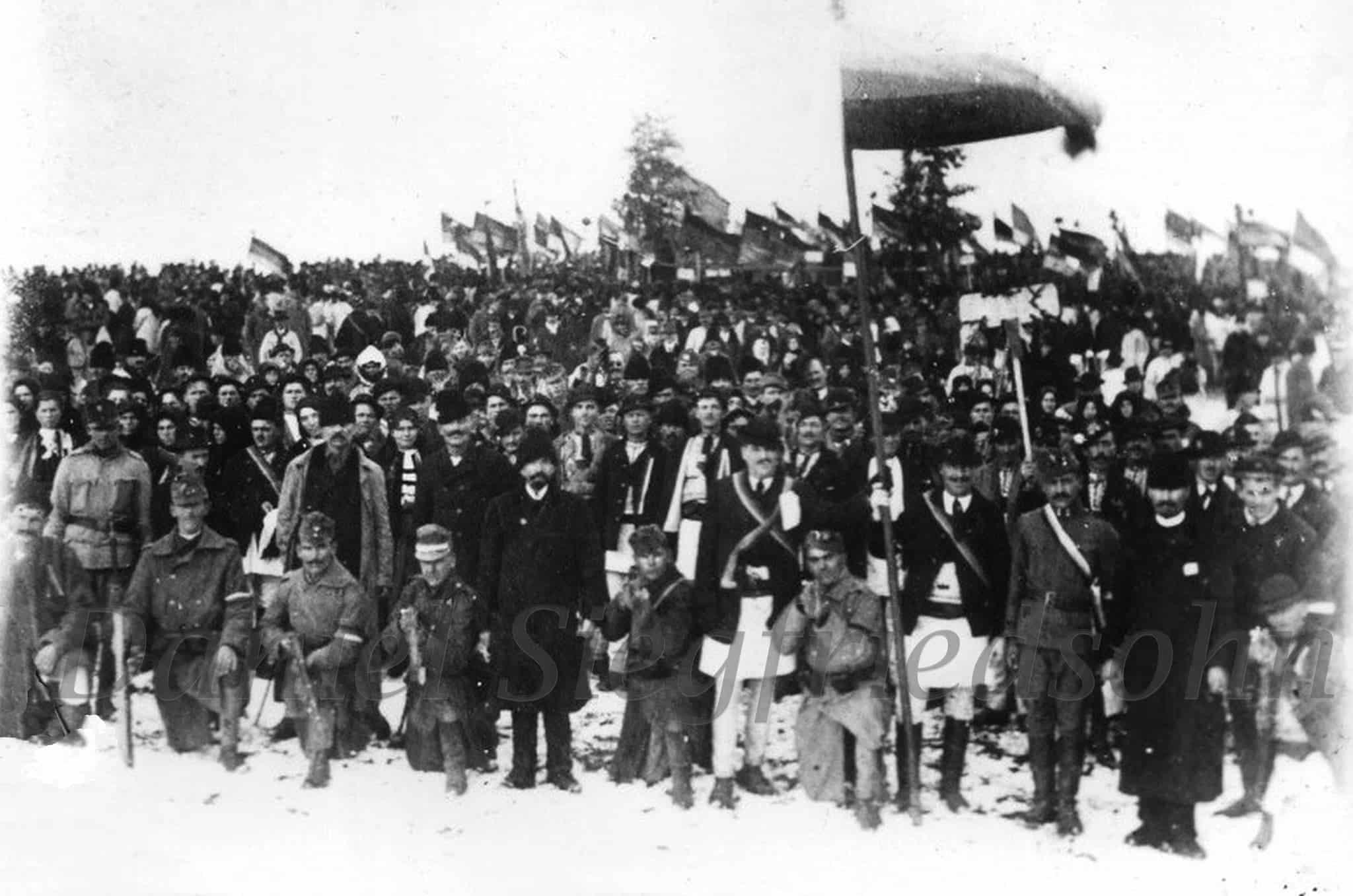 """1 Decembrie 1918. Ei nu au putut fi ținuți în case de dușmanii poporului român sub pretext de gripă spaniolă sau tifos! """"Deja s-a mers prea departe, români! Trăiască 1 Decembrie, trăiască România Mare!"""" FOTOGRAFIILE MARII UNIRI realizate de Samoilă Mârza"""