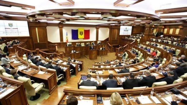 Deputat, despre votul nocturn al majorității loiale lui Dodon: Au împărțit milioane de lei pe criterii politice
