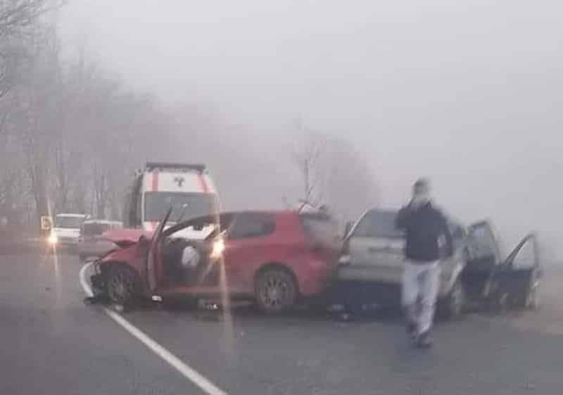 Accident cu doi morți în Bihor! Un alt tânăr, de 25 de ani, e în stop cardio respirator (FOTO / VIDEO)