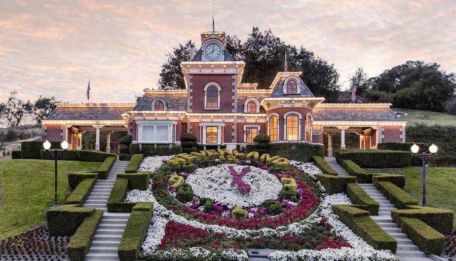 Neverland, ferma de basm în care a locuit Michael Jackson, a fost vândută. Preţul tranzacţiei a fost mult sub aşteptări (FOTO)