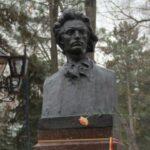 """AUR Moldova, alături de Asociația """"Unirea-Odip"""", depuneri de flori la bustul lui Eminescu ~ InfoPrut"""