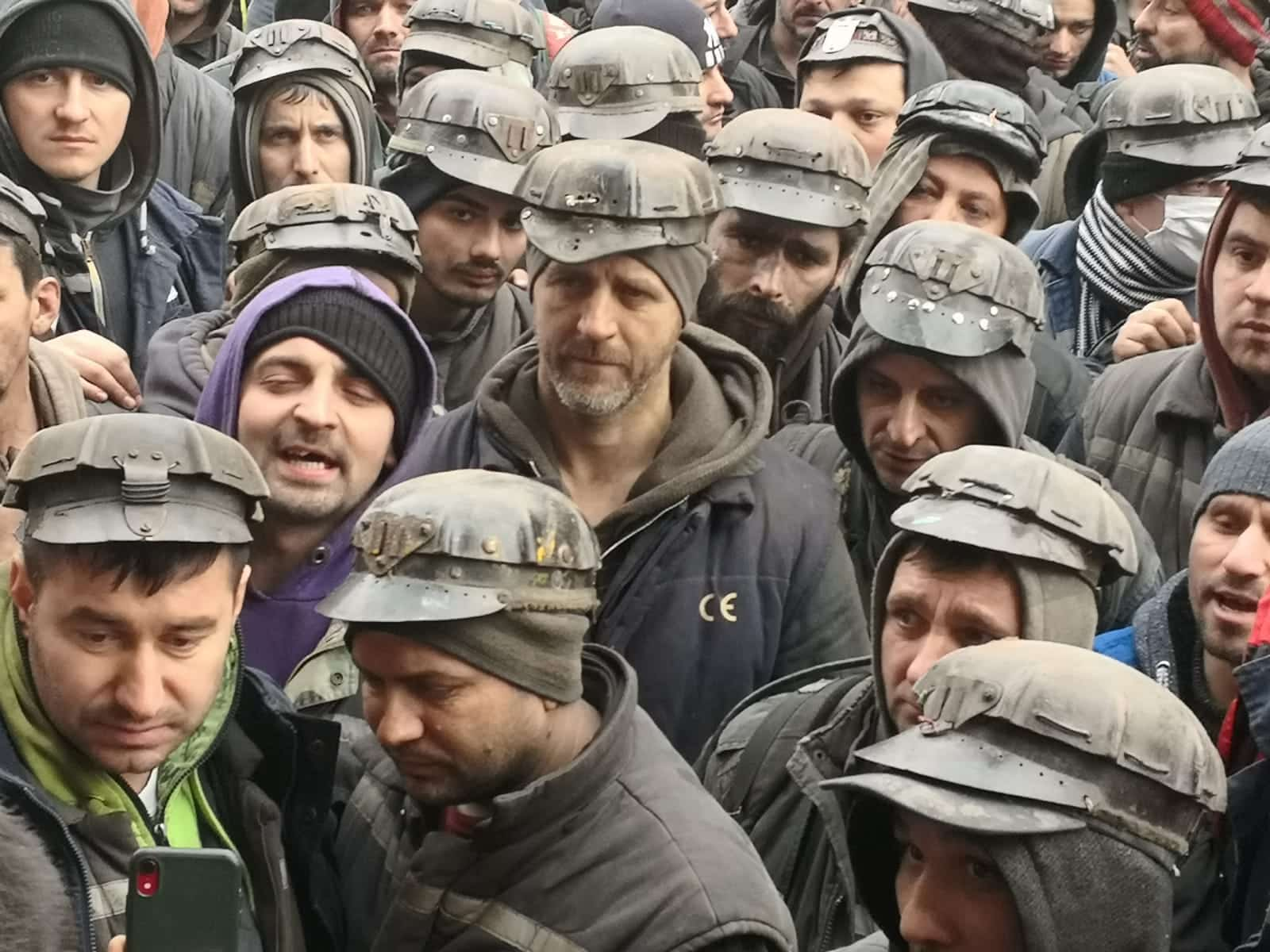 Minerii cer anchetarea șefilor CEH pentru angajările fictive și delapidarea companiei de stat! Cine sunt 'tovarășii' abonați la contractele din ENERGIE