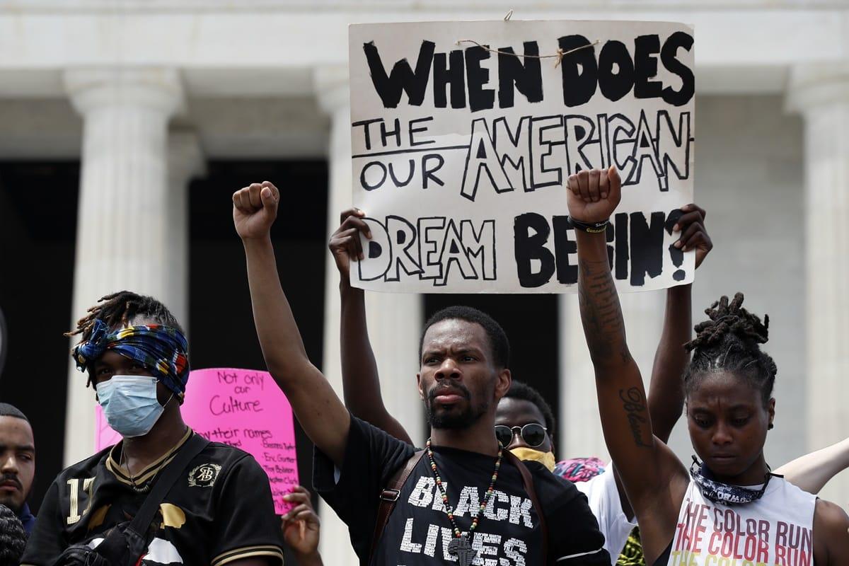 Harvard afirmă că despăgubirile pentru moștenitorii sclavilor de culoare din SUA ar reduce transmiterea COVID 19