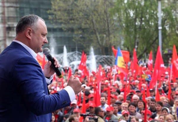 """Dodon, în cădere liberă, apelează la cartea """"moldovenismului primitiv"""": """"Nu vom permite înlocuirea limbii moldovenești cu cea română"""""""