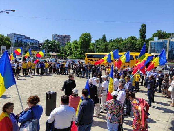 """AUR va ajunge în toate localitățile din Republica Moldova. Start campaniei electorale cu autocarul """"Votează AUR, alege România"""" ~ InfoPrut"""