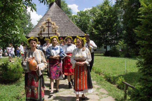 Piese din colecția Muzeului Național de Etnografie și Istorie Naturală din R. Moldova, expuse la București ~ InfoPrut