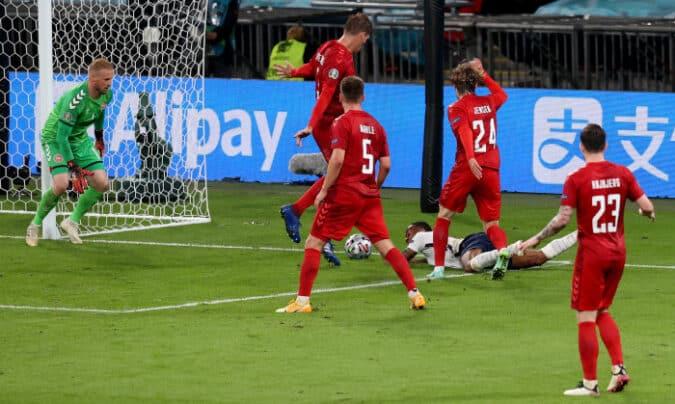 VIDEO – ANGLIA – DANEMARCA EURO2020 Penalty sau nu?? – 2SPORT.RO