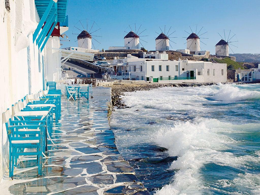 Autorităţile elene au interzis muzica în localurile din Mykonos. Amenzi de 200 de mii de euro pentru organizatorii de petreceri private