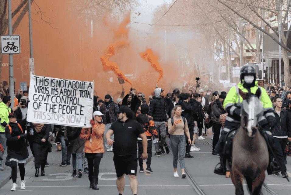 Manifestaţii anti-carantină şi confruntări cu poliţia la Sydney