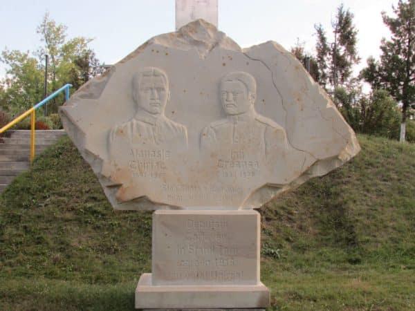 """Expoziția """"Monumentele Basarabiei Furate"""", vernisată la un muzeu din Chișinău ~ InfoPrut"""