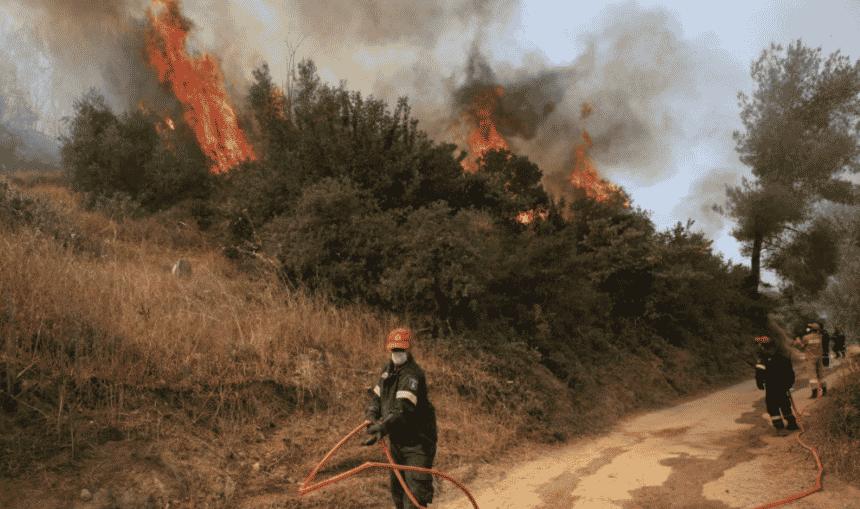 Insula Evia, în flăcări: Pompierii greci, români și ucraineni se luptă cu flăcările
