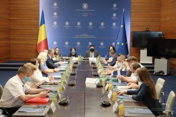 Reprezentanți ai românilor din Ucraina, vizită-fulger la București