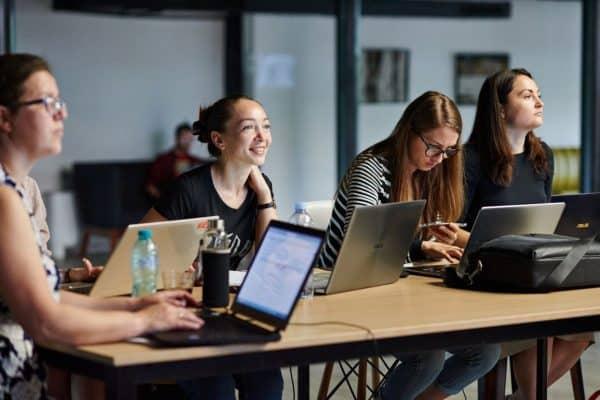 Femeile din regiunea Cahul, învățate să lucreze în mediul digital, cu susținerea UE ~ InfoPrut