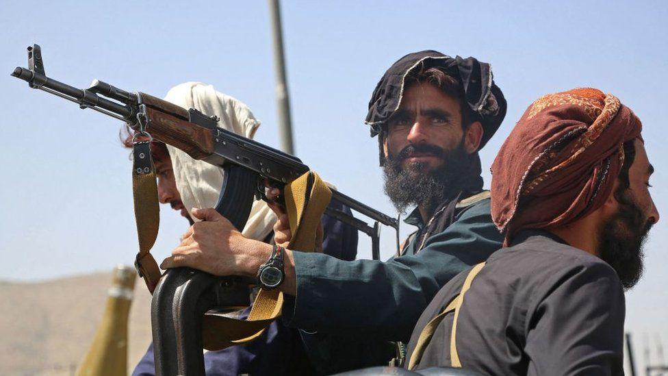 RĂZBOI: Talibanii au plecat într-un convoi militar către Valea Panjshir