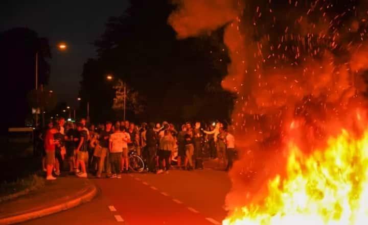 Protest în Olanda faţă de sosirea afganilor evacuaţi