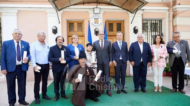 """Personalități din R. Moldova, decorate cu medalia """"Centenarul Marii Uniri"""" de președintele României ~ InfoPrut"""