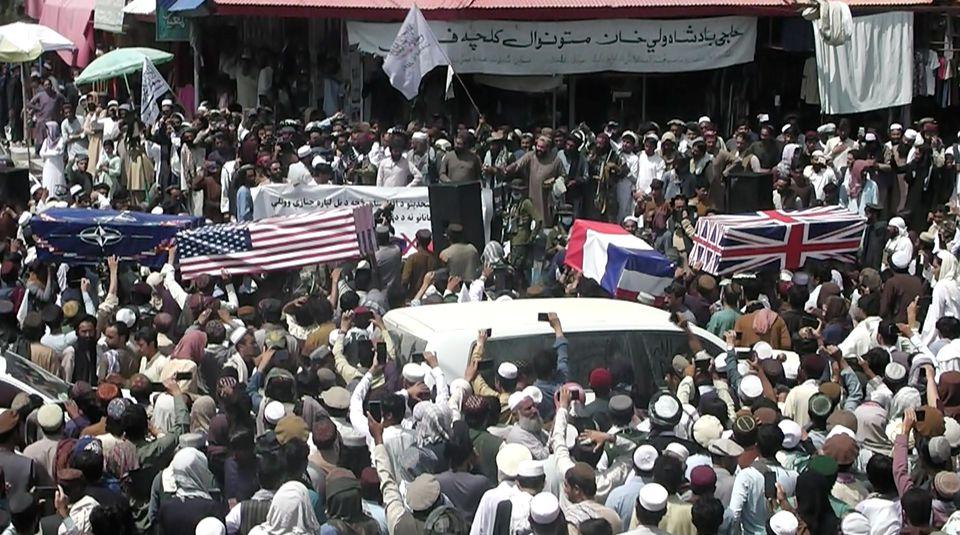 """Talibanii au organizat o ,,înmormântare"""" pentru forțele americane și NATO"""