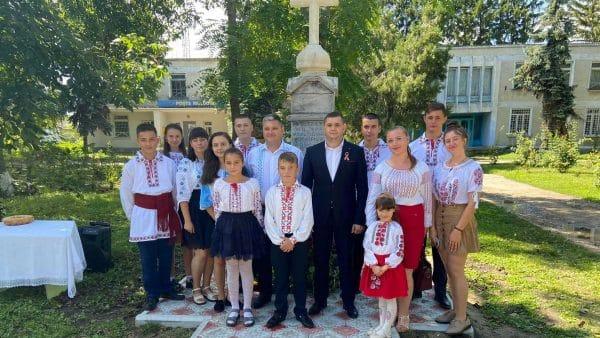 O comună din R. Moldova a inaugurat monumentul renovat al eroilor din Războiul de Reîntregire ~ InfoPrut