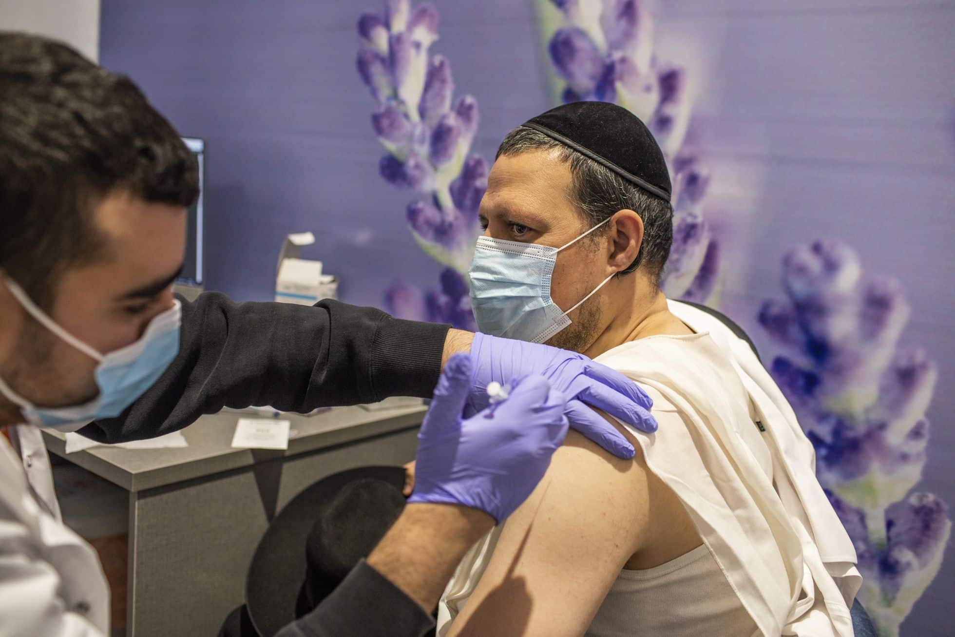 11 mii de noi cazuri în Israel deși a vaccinat aproape toată populația