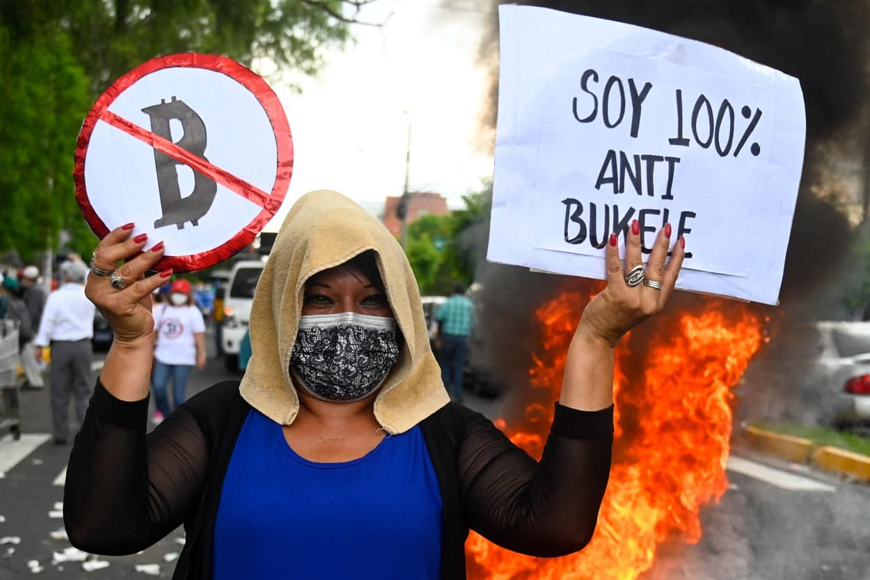 Tensiuni în El Salvador după adoptarea bitcoin. Oamenii au ieșit la protest