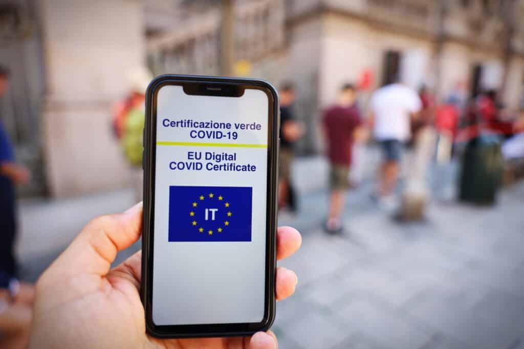 Italia: Personalul școlar, universitar și studenții sunt obligați să aibă certificatul verde de vaccinare anti-COVID