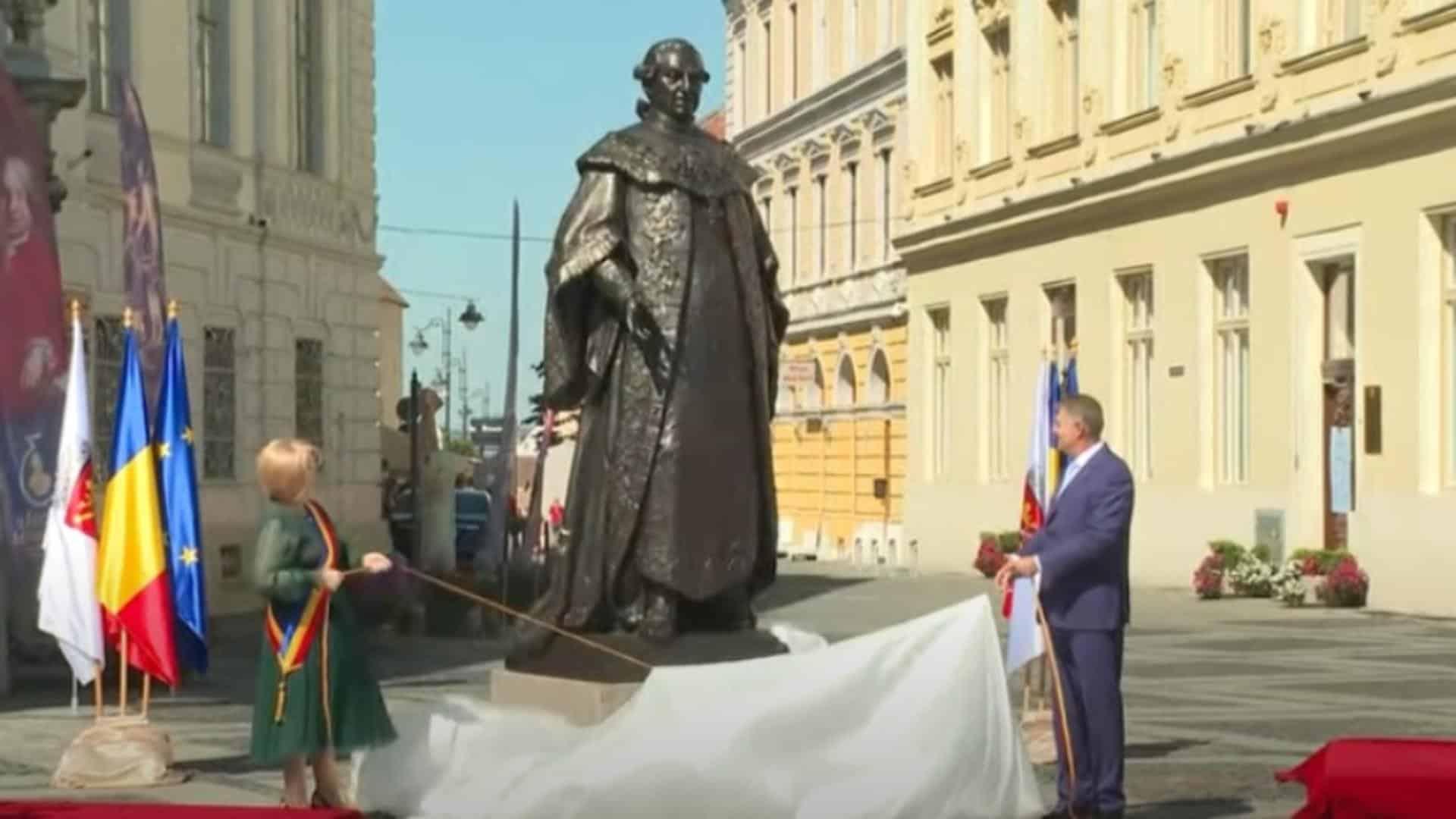 Președintele Iohannis se închină la statuia lui Bruckenthal, dar nu și la gorunul lui Iancu