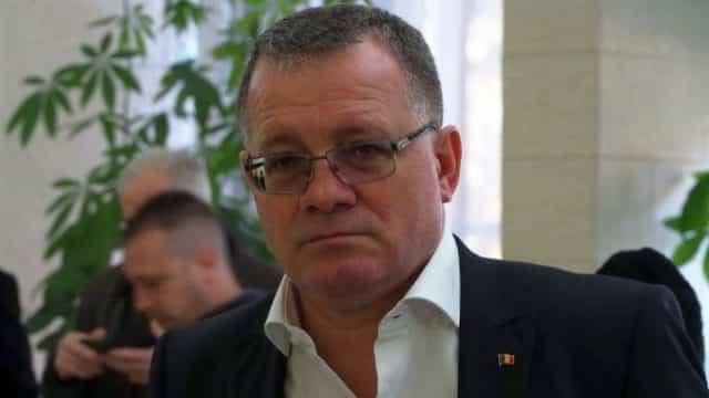 Adrian Oros își dă astăzi demisia din funcția de ministru al Agriculturii!