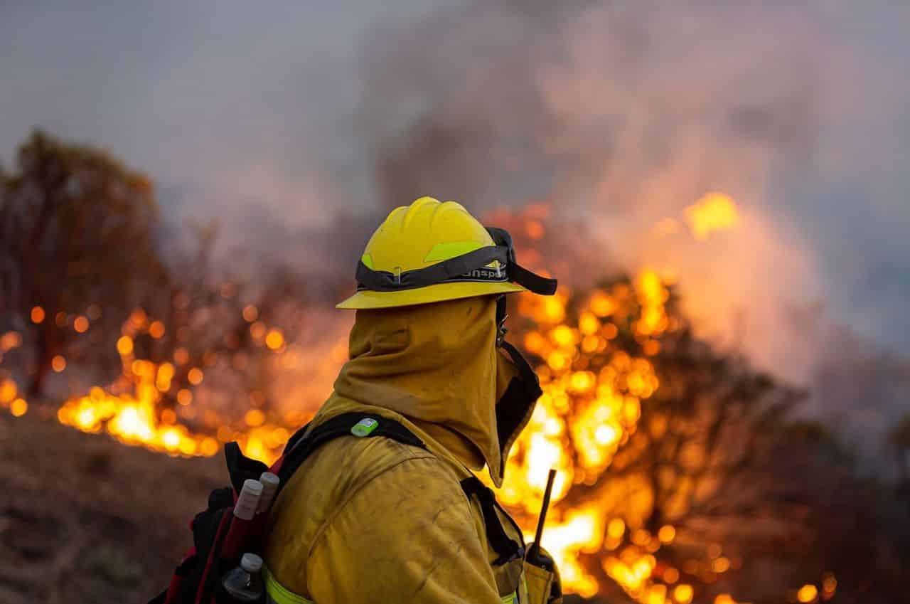 A dorit să-și fiarbă apa dar a provocat un incendiu mare în California. Incendiul nu a fost lichidat nici acum – 60m.ro