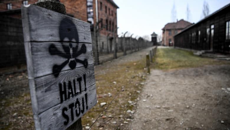 """O fostă secretară într-un lagăr nazist a fugit dintr-un cămin de bătrâni din Germania: ,,Este dată în urmărire"""" – 60m.ro"""