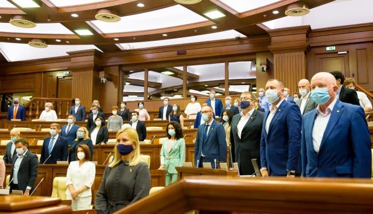 Parlamentarii Republicii Moldova, moment de reculegere în memoria victimelor incendiului de la Constanța